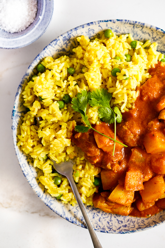 Quick and easy curry rice with chicken curry.