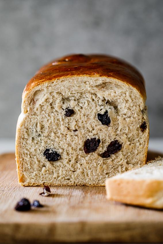 Easy HoEasy cinnamon raisin breadt cross bun loaf