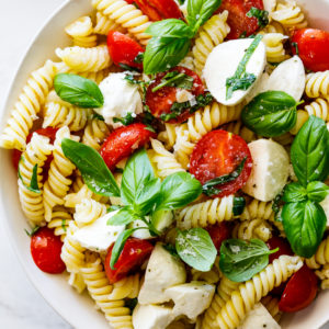 Pasta salad with tomatoes, mozzarella and basil
