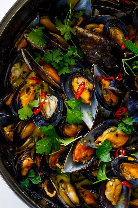 White wine garlic mussels