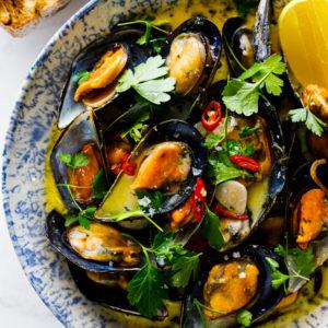 Mussels in white wine garlic sauce