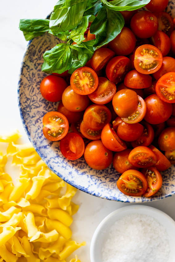 Ingredients for tomato pasta.