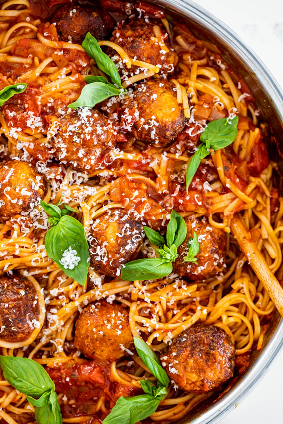 Easy spaghetti with chicken meatballs