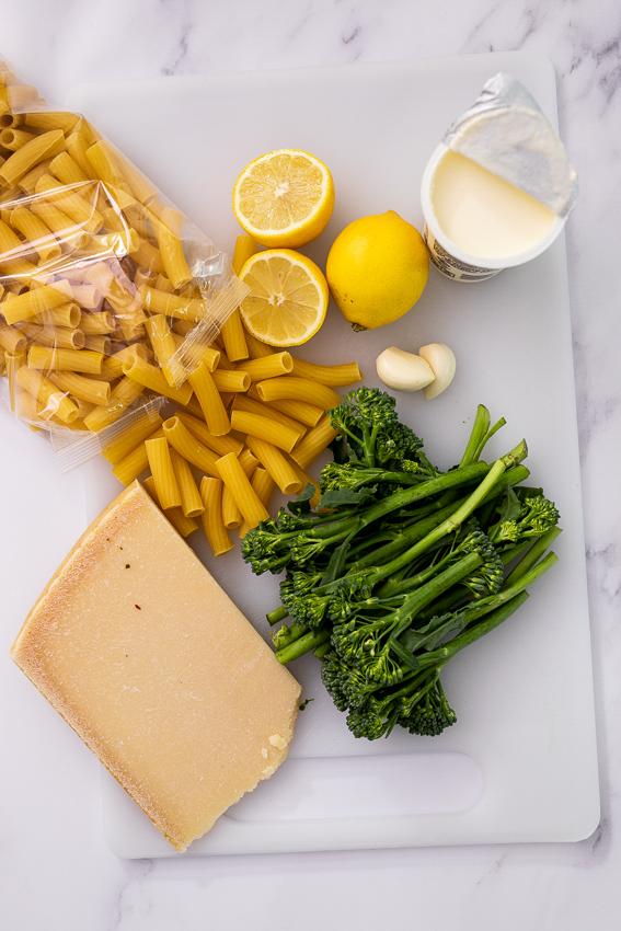Ingredients for broccoli al limone