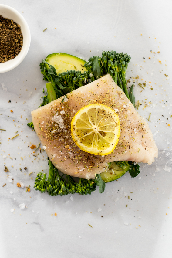 Fish, vegetables, lemon and garlic in parchment paper.
