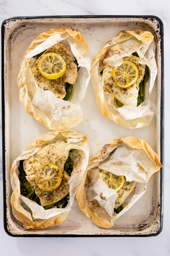 Fish en papillote with vegetables and lemon.