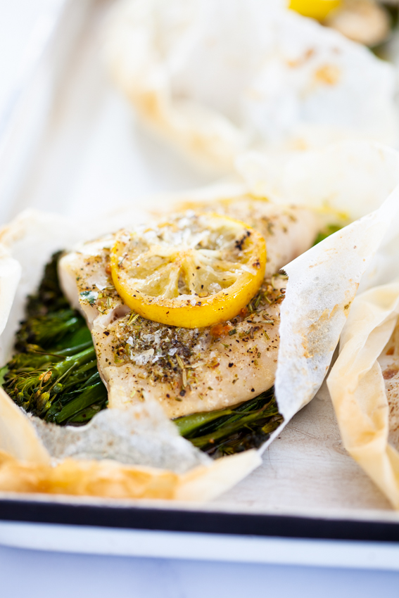 Garlic butter Fish en papillote with vegetables.