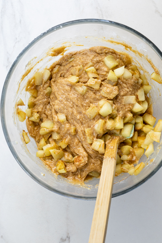 Cinnamon cake batter with chunks of Granny Smith apples.