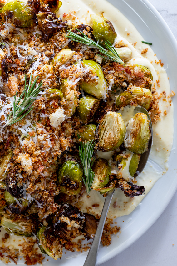 Brussels sprouts on cheese sauce with prosciutto crumbs