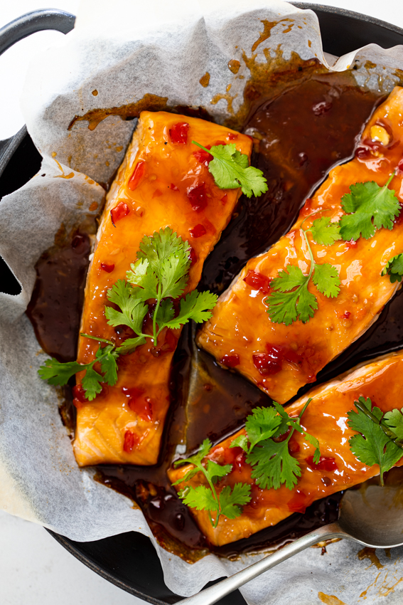 oven baked salmon fillets with sweet chili sauce glaze