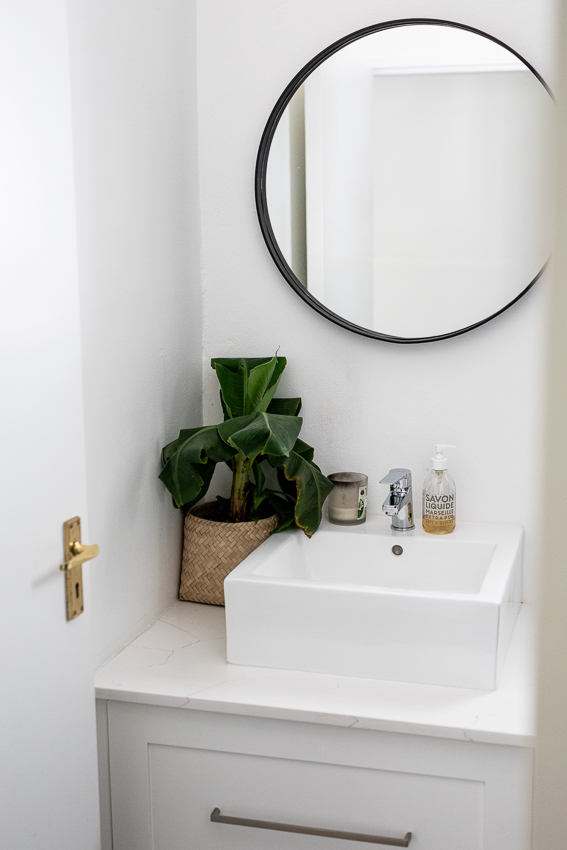 Powder room basin
