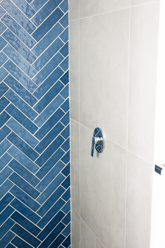 Blue herringbone feature wall in guest bathroom