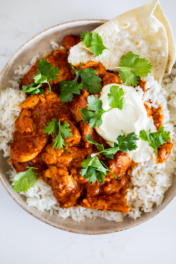 Easy chicken curry with rice and yogurt.