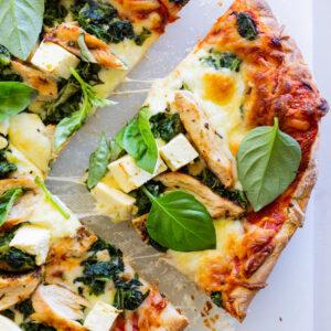 Grilled Greek chicken pizza