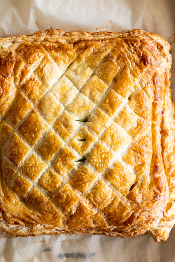 Salmon en Croute with Dill Cream Sauce