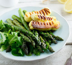 Grilled Asparagus salad with Haloumi